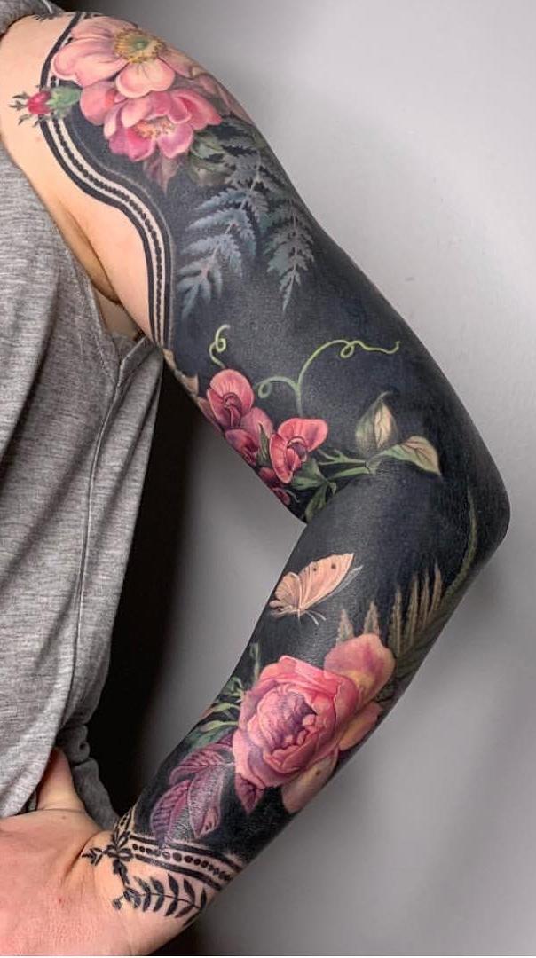 Tatuagem-feminina-de-braço-fechado-fotos-2