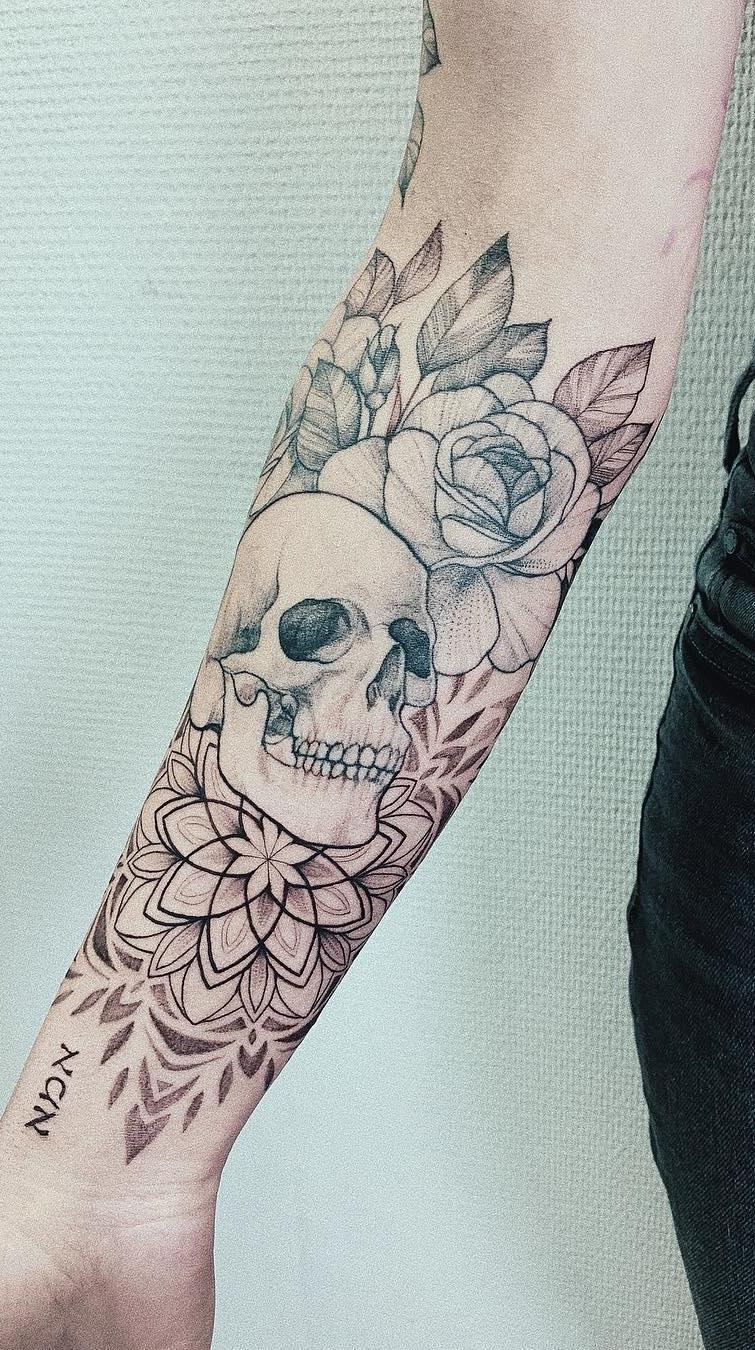 Tatuagem-feminina-de-caveira-1