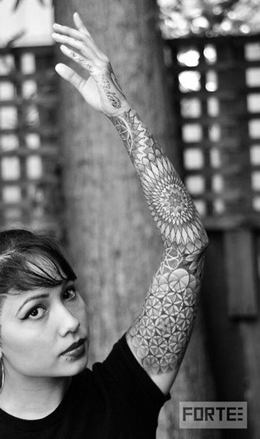 Tatuagens-femininas-de-braço-fechado-21