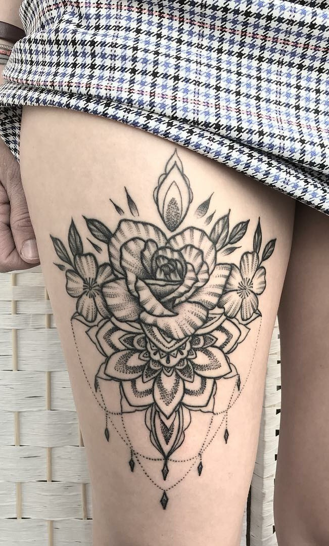 Tatuagens-na-coxa-de-flores-1-1