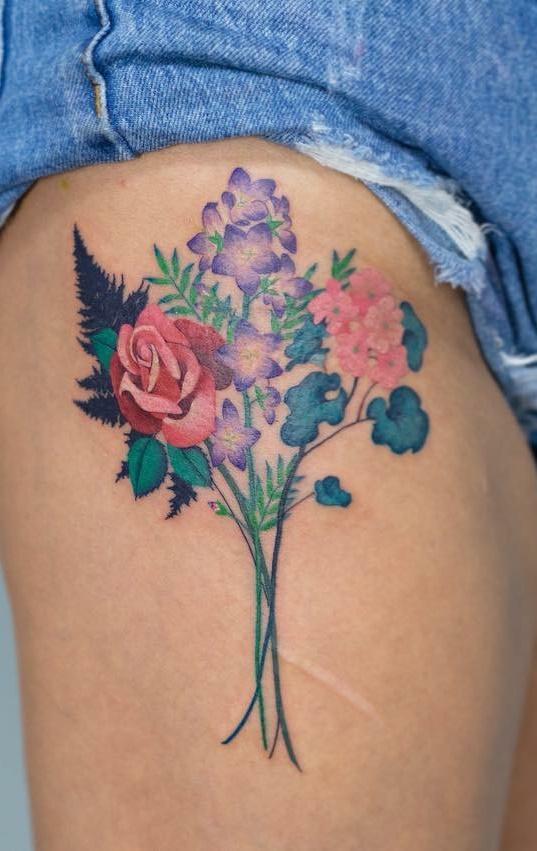 Tatuagens-na-coxa-de-flores-5-1