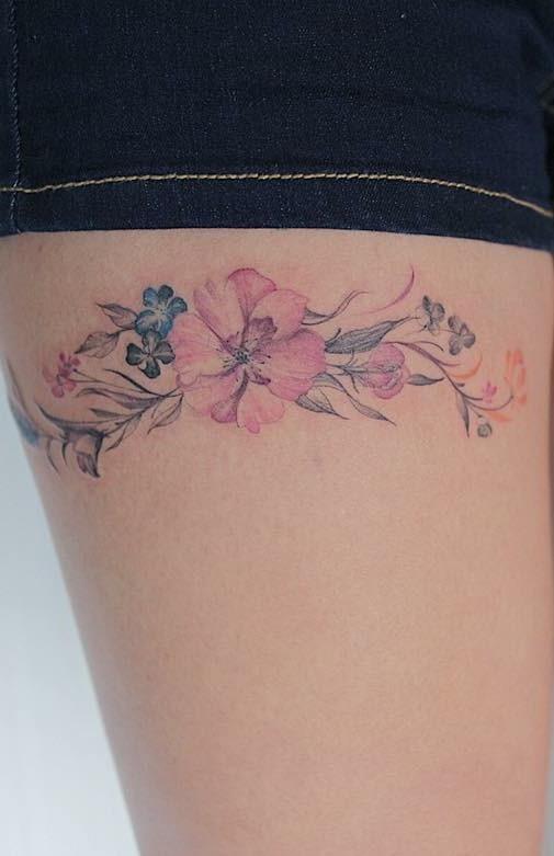 Tatuagens-na-coxa-de-flores-8-1