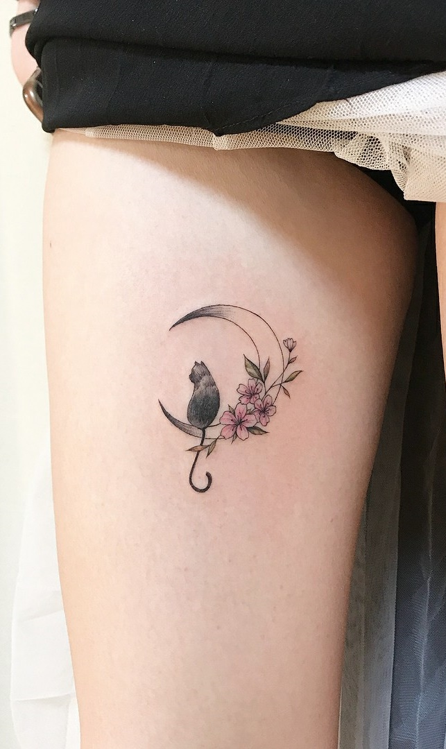 Tatuagens-na-coxa-delicadas-12
