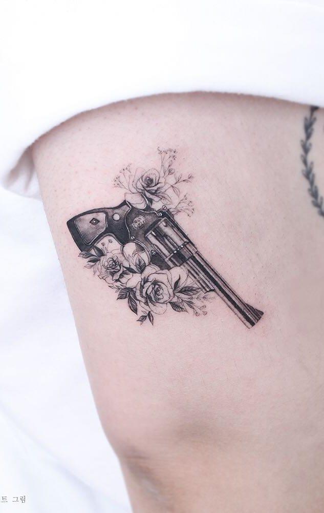 Tatuagens-na-parte-superior-do-braço-feminino-22
