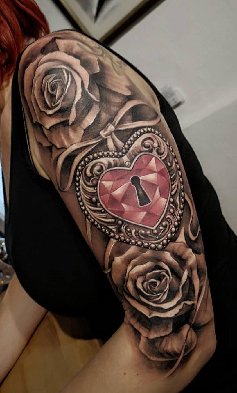 Tatuagens-na-parte-superior-do-braço-feminino-23