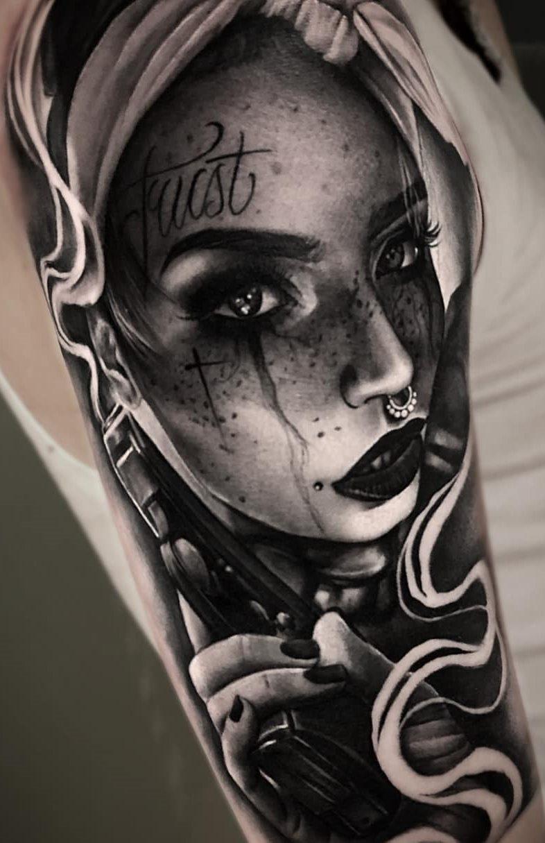 Tatuagens-na-parte-superior-do-braço-feminino-30
