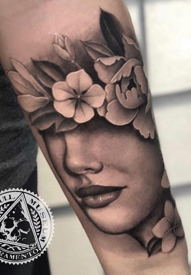 Tatuagens-na-parte-superior-do-braço-feminino-6