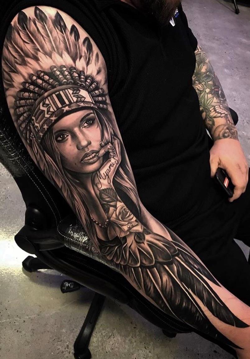 tatuagem-de-india-na-parte-superior-do-braço