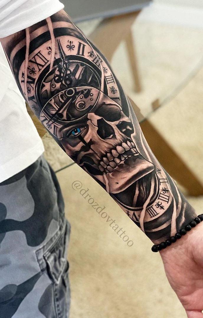 tatuagem-de-relogio-e-caveira-no-antebraço