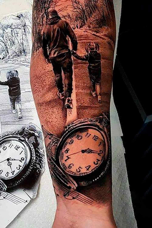 tatuagem-de-relogio-e-pai-segurando-mao-do-filho