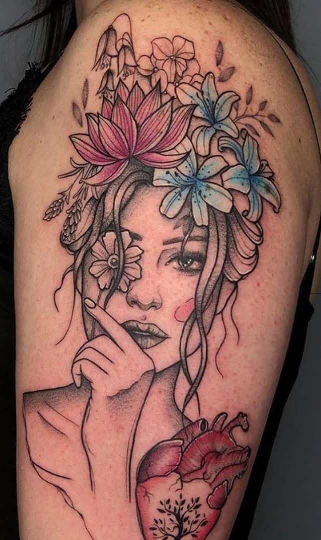 tatuagem-feminina-na-parte-superior-do-braço