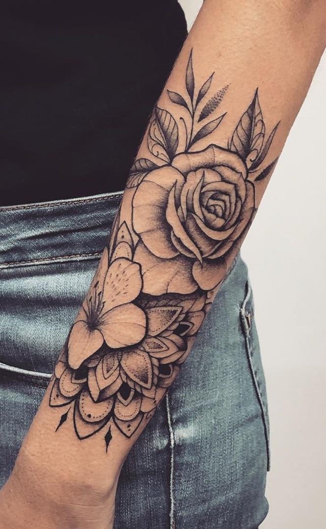 tatuagens-de-flores-no-antebraço-9