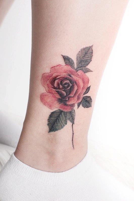 Tatuagem-feminina-no-tornozelo-4