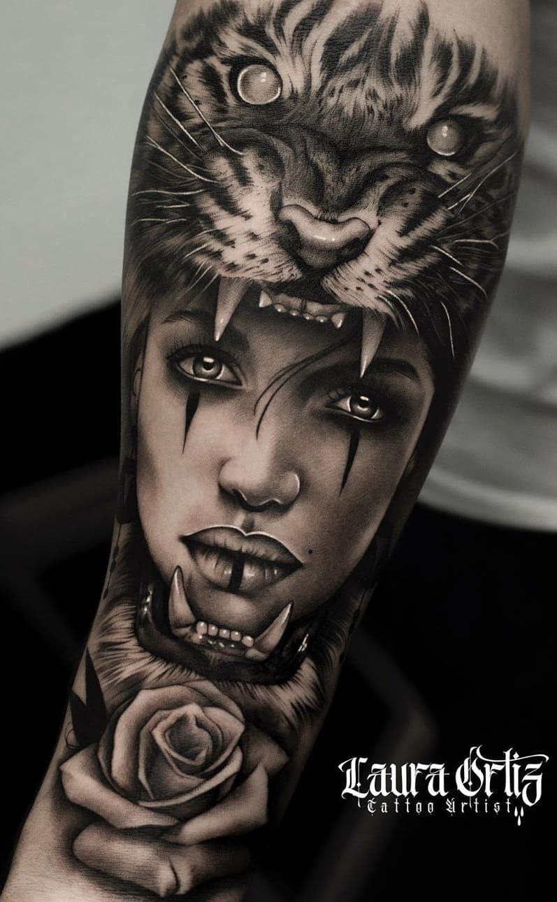 tatuagem-de-tigre-no-antebraço-com-uma-rosa