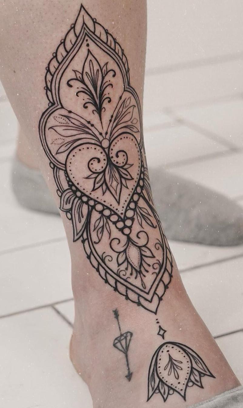 tatuagem-feminina-no-pé-17