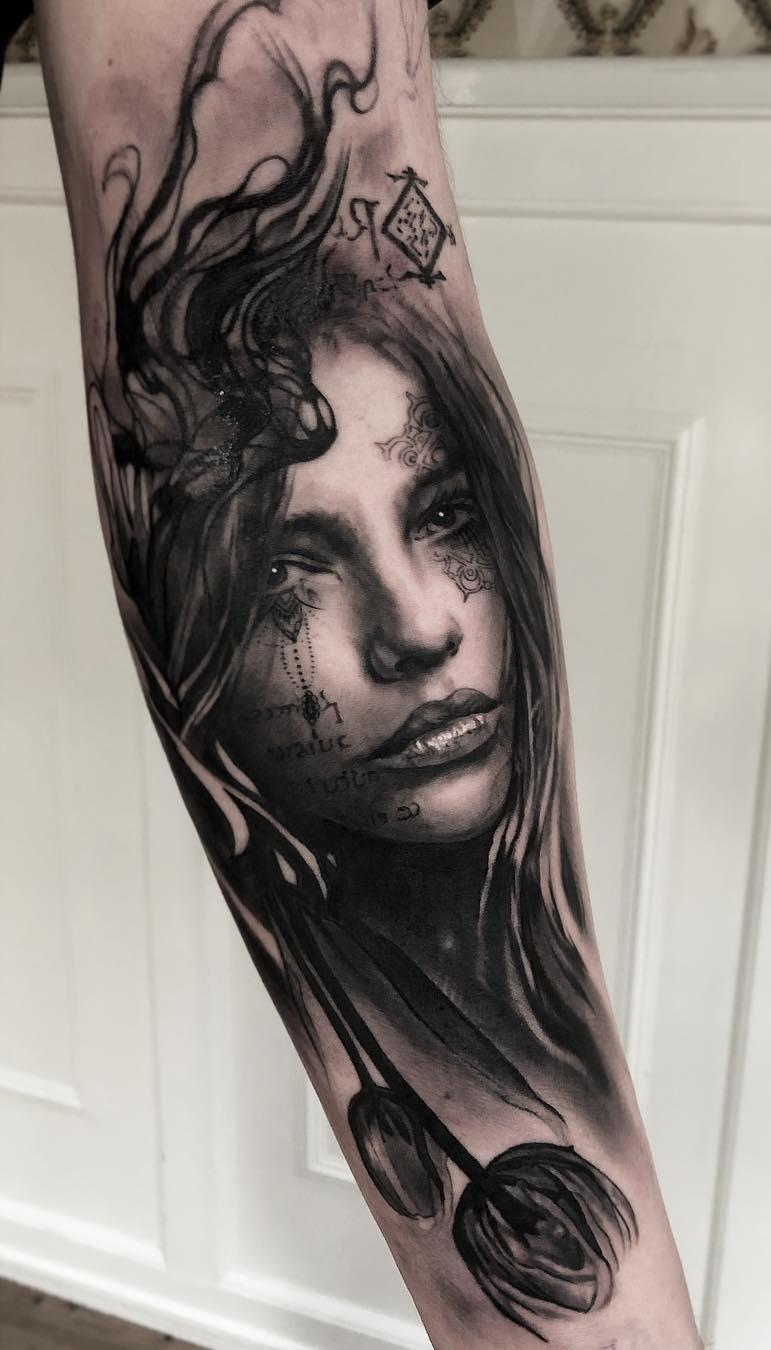foto-de-tatuagem-realista-no-antebraço