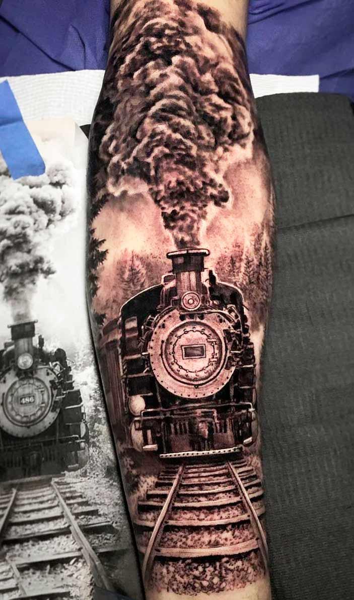 tatuagem-de-trem-no-antebraco-masculino