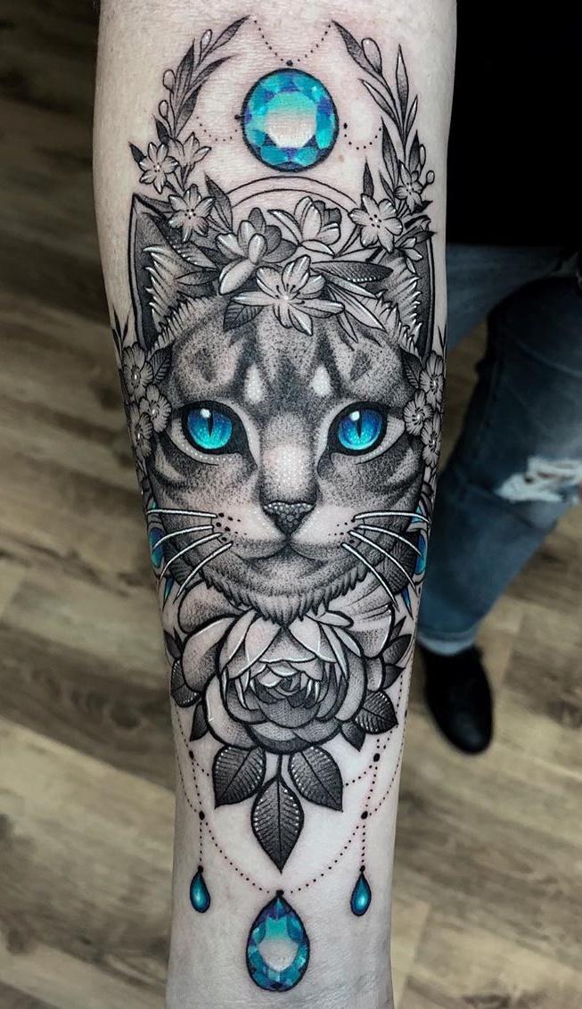 tatuagem-feminina-de-gato-no-antebraço