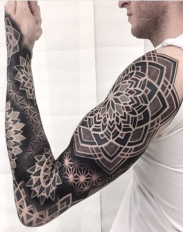 Braço-fechado-de-tatuagens-masculinas-11