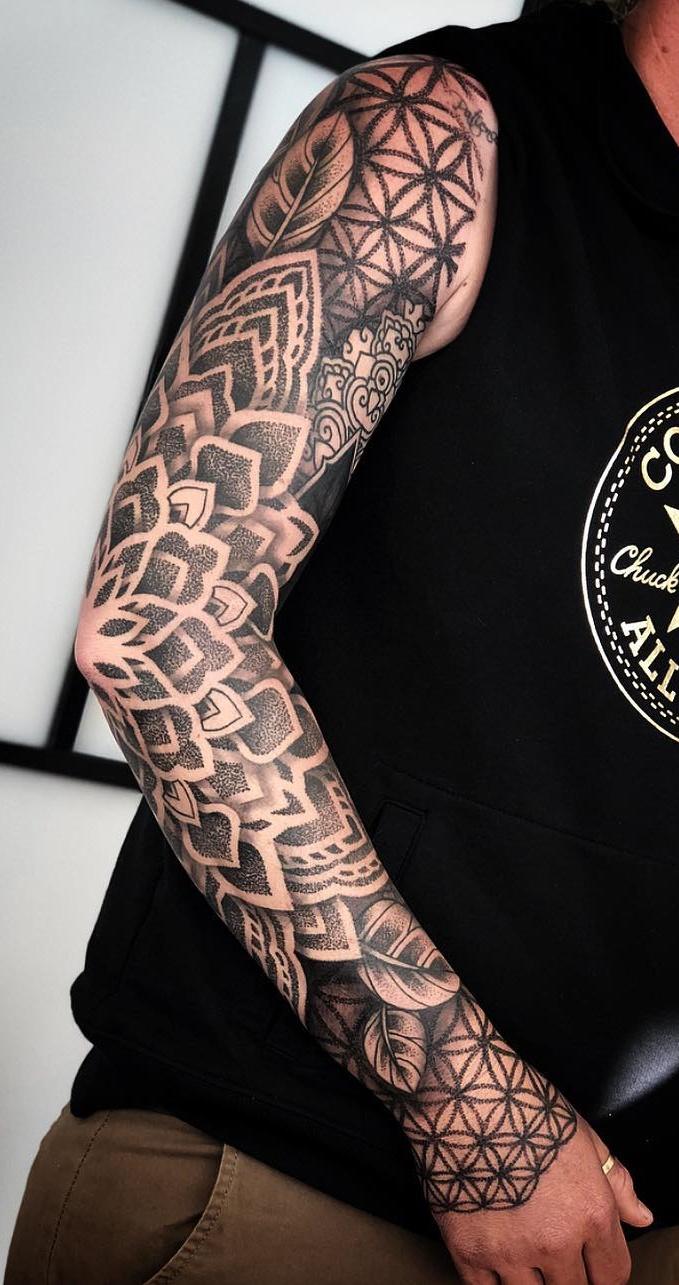Braço-fechado-de-tatuagens-masculinas-15