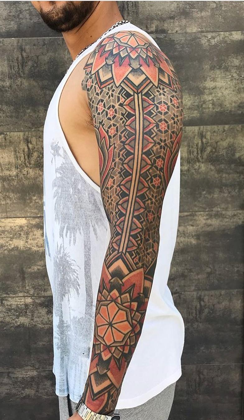 Braço-fechado-de-tatuagens-masculinas-8