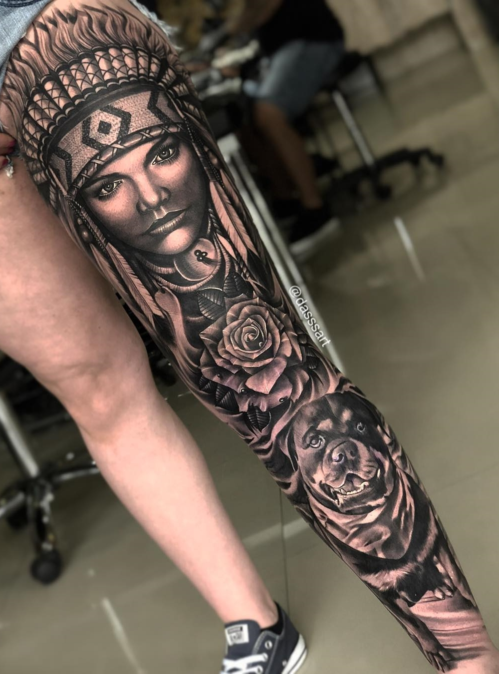 Perna-masculina-fechada-de-tatuagem-3