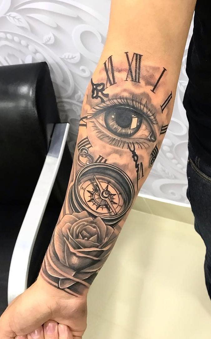 Tatuagem-de-bussula-no-antebraço