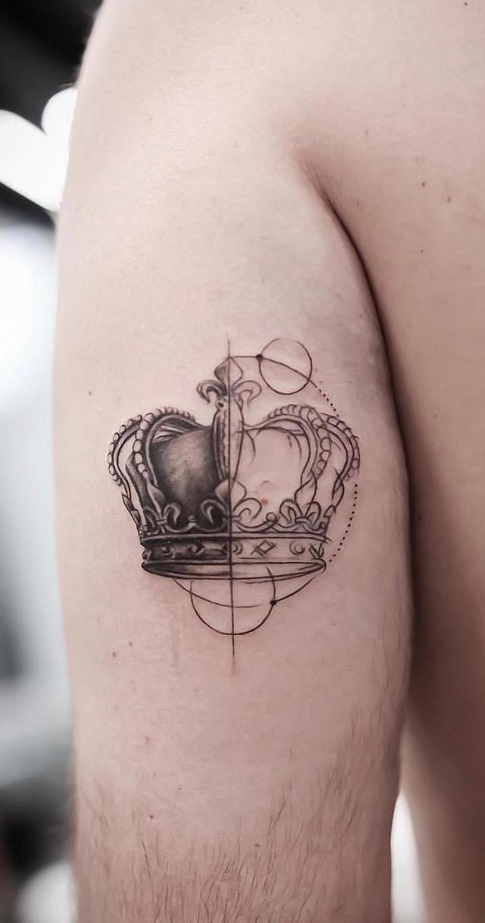 Tatuagem-masculina-na-parte-superior-do-braço-1