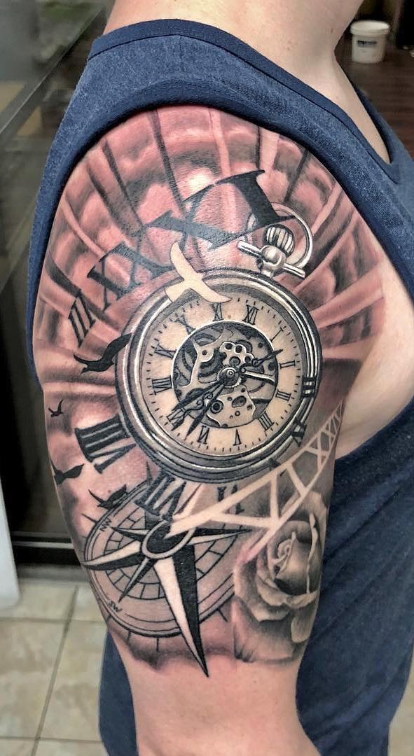 Tatuagem-masculina-na-parte-superior-do-braço-5