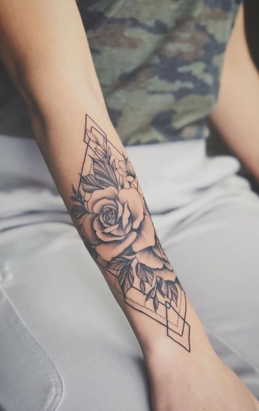 Tatuagens-floridas-no-antebraço-11
