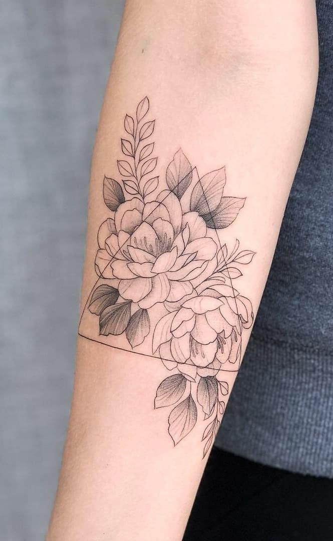 Tatuagens-floridas-no-antebraço-12
