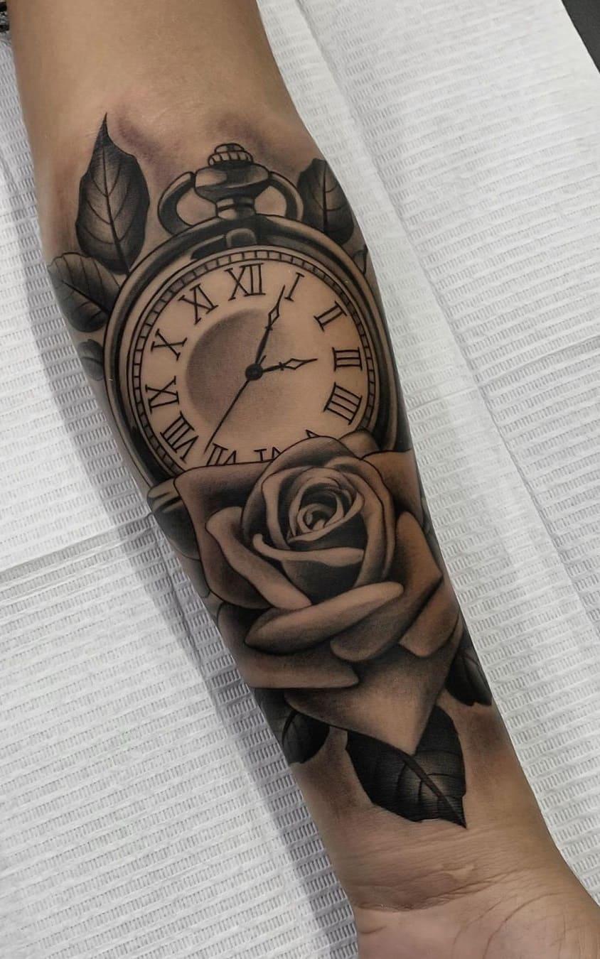 Tatuagens-floridas-no-antebraço-13