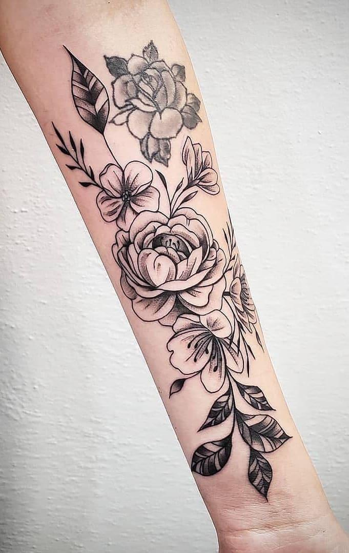 Tatuagens-floridas-no-antebraço-14