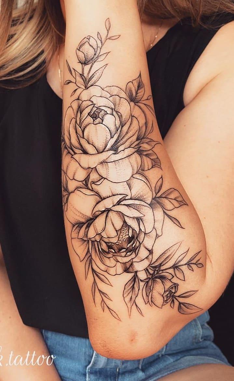 Tatuagens-floridas-no-antebraço-15