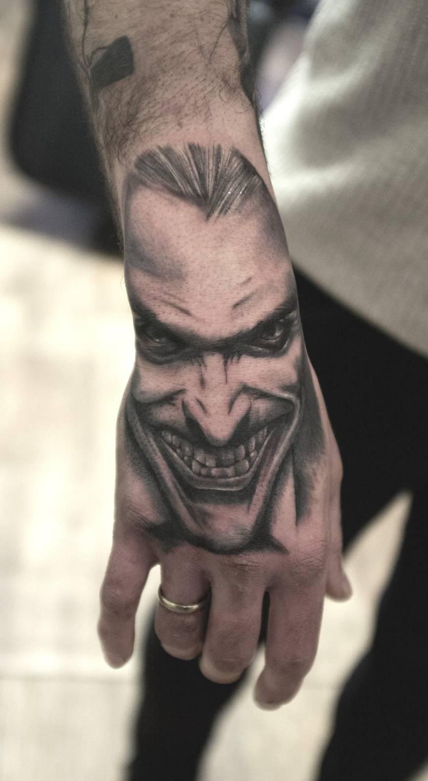 Tatuagens-na-mão-19