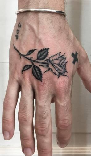 Tatuagens-na-mão-24