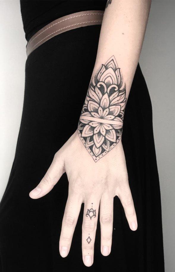 Tatuagens-na-mão-69