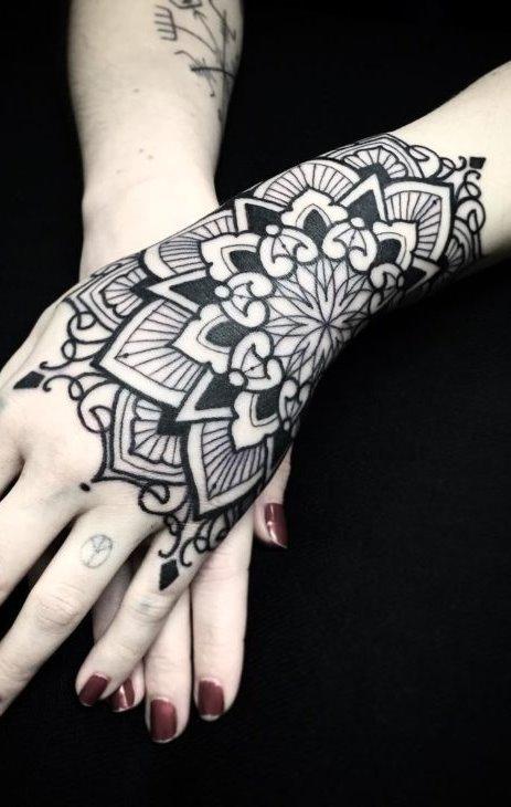Tatuagens-na-mão-71