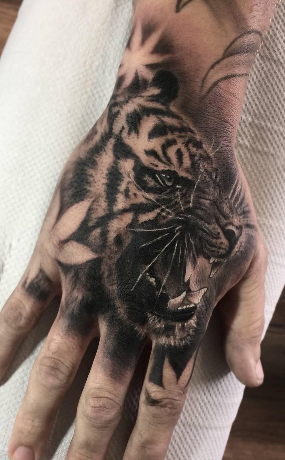 Tatuagens-na-mão-9