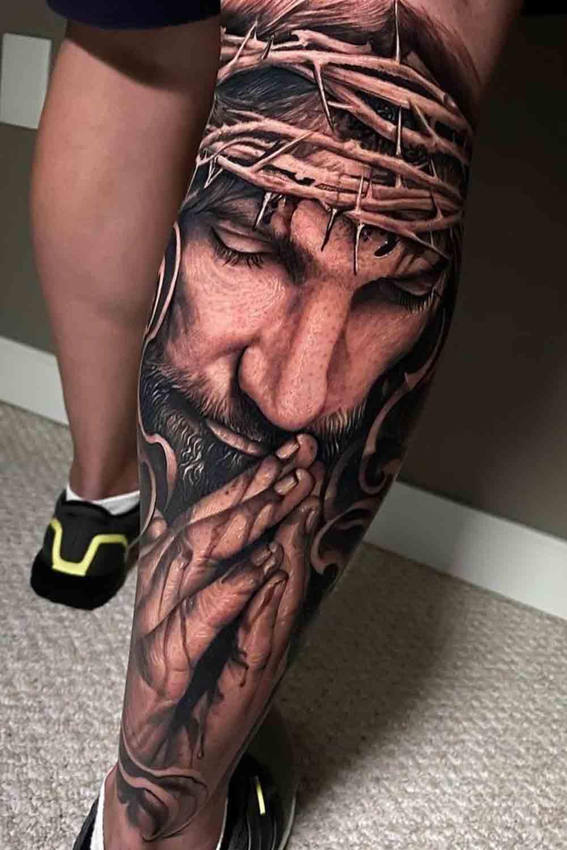 tatuagem-de-jesus-orando-na-perna