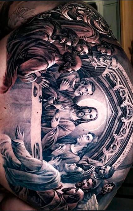 tatuagem-de-mesa-com-jesus-nas-costas