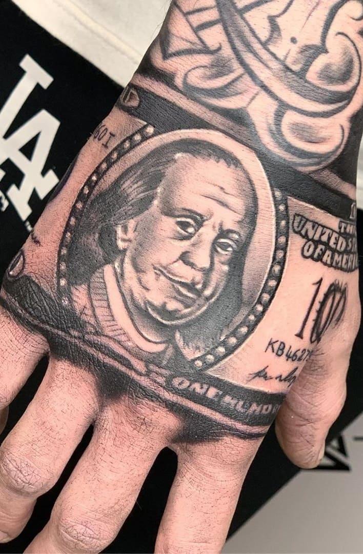 tatuagem-de-nota-de-dolar-na-mão