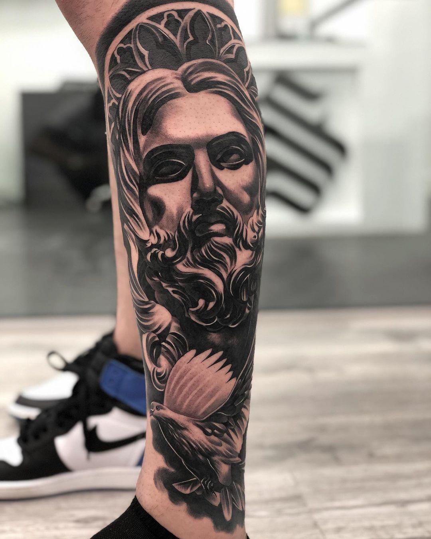 tatuagem-do-poseidon-na-perna