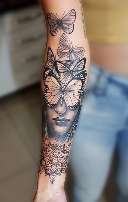 tatuagem-feminina-de-borboleta-no-antebraço