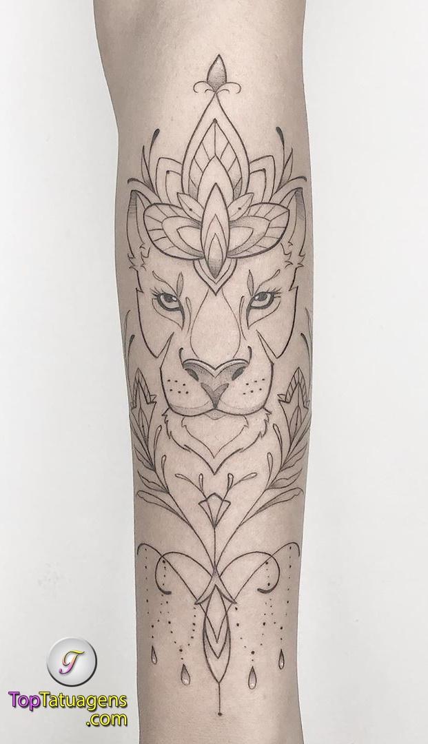 tatuagem-feminina-de-leão-71