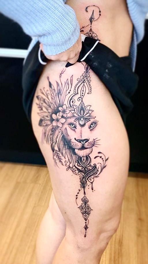 tatuagem-feminina-de-leao-no-quadril