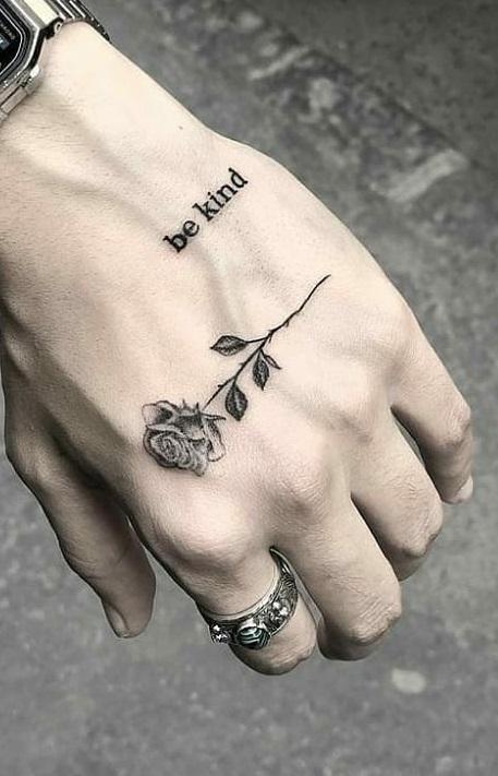 tatuagem-feminina-de-rosa-na-mão-1