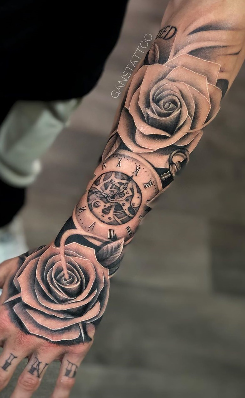 tatuagem-masculina-de-rosas-no-antebraço