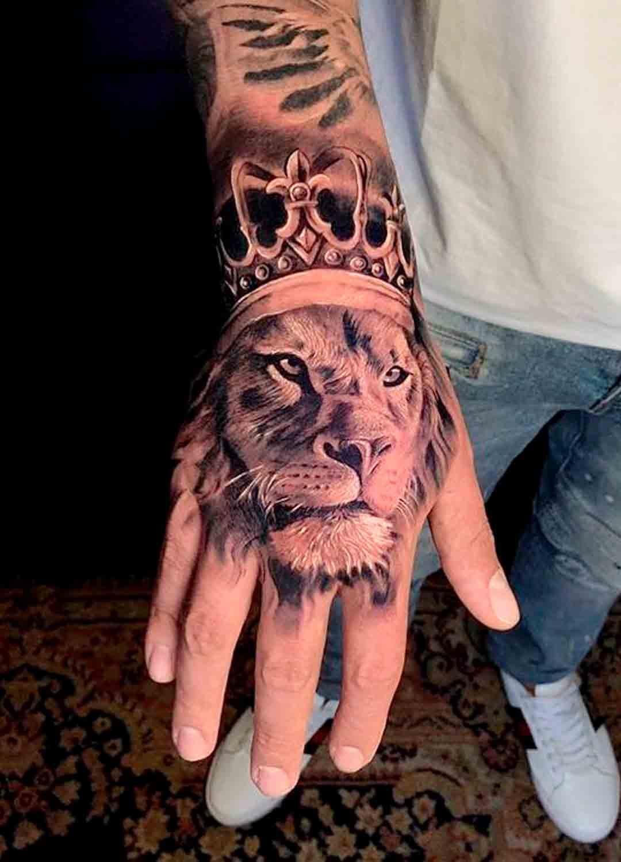 tatuagem-na-mao-de-leao