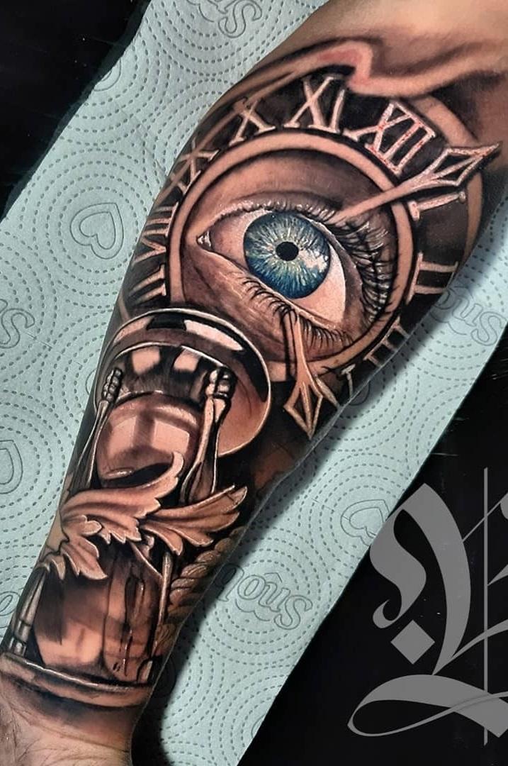 tatuagem-no-antebraço-de-relogio-de-areia